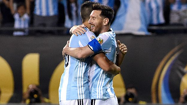 CHICAGO, ILLINOIS - JUNE 10: Lionel Messi #10 of Argentina celebrates with Erik Lamela #18 after scoring the second goal of his team during a group D match between Argentina and Panama at Soldier Field as part of Copa America Centenario US 2016 on June 10, 2016 in Chicago, Illinois, US. (Photo by David Banks/LatinContent/Getty Images)